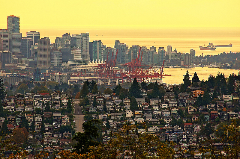 Van_Skyline-and-houses_vancitybuzz